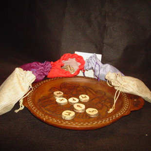 Yggdrasyl'v gamme Erilaz Futhark divinatoire