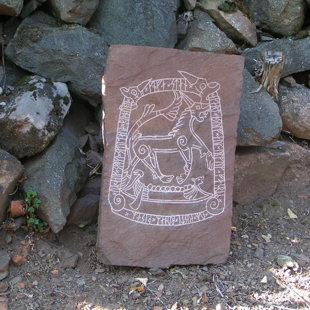 Pierre runique de Chevroz, création unique